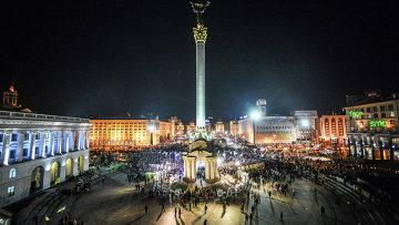 Киевляне во время памятных мероприятий, посвященных годовщине начала событий на площади Независимости в Киеве. Архивное фото