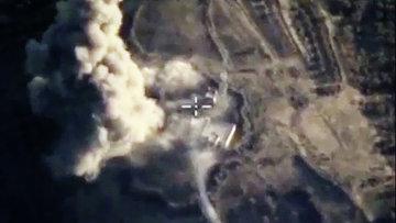 Бомбардировщики Су-24М ВКС России нанесли точечные авиационные удары по укрытиям с бронетехникой и складам ГСМ в провинции Идлиб