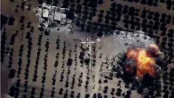 Точечные авиационные удары РФ по укрытиям с бронированной техникой и складам с ГСМ  в провинции Идлиб в Сирии.(Стоп-кадры с видео).