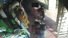 Камеры наблюдения сняли нападения палестинцев с ножами на израильтян