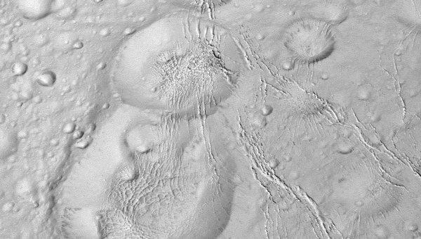 «Снеговик» на северном полюсе Энцелада