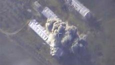 Самолеты российских Воздушно-космических сил нанесли точечный авиационный удар по ангару, где находились начиненные взрывчаткой 10 автомобилей, в районе Восточная Гута в Сирии