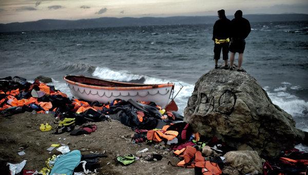Лодка мигрантов на греческом острове Лесбос. Архивное фото