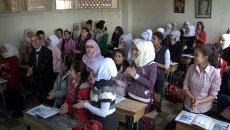 Сирийские дети хлопали и кричали Спасибо! на уроке русского языка в школе