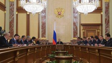 Председатель правительства РФ Дмитрий Медведев проводит совещание с членами кабинета министров РФ в Доме правительства РФ. 12 ноября 2015. Архив