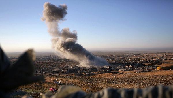 Дым на месте ударов ВВС США. Архивное фото