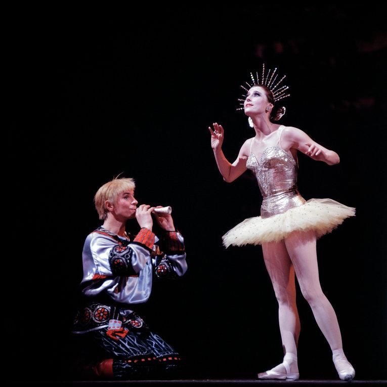 Майя Плисецкая в сцене из балета Конек-Горбунок