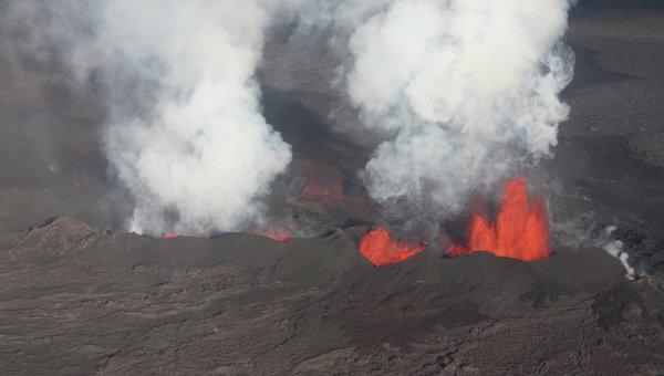 Исландский вулкан, выбрасывающий одни из самых древних пород на Земле