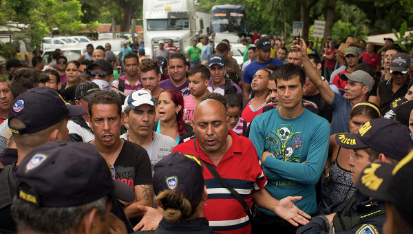 Кубинские беженцы на границе Никарагуа с Коста-Рикой