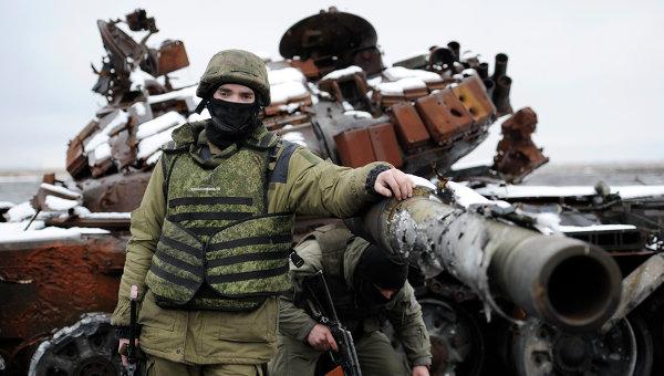 Ополченец Донецкой народной республики (ДНР) на территории Донецкого аэропорта. Архивное фото
