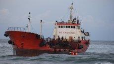 Севший на мель танкер Надежда