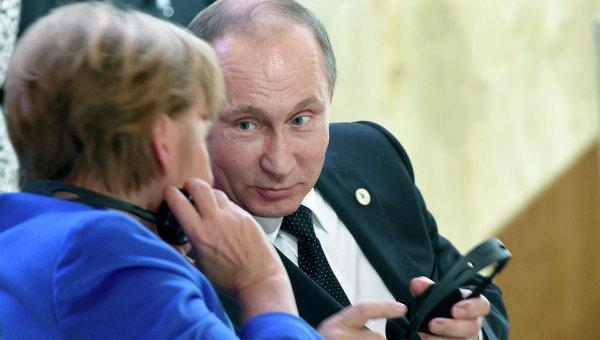 Президент России Владимир Путин и канцлер Германии Ангела Меркель. Архивное фото