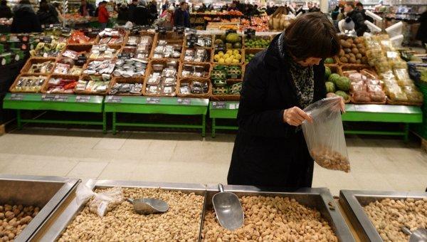 Кабмин не стал запрещать ввоз орехов, молока и рыбы из Турции