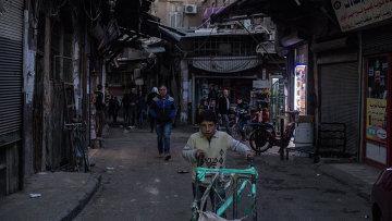 Люди на одной из улиц в Дамаске