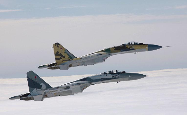 Пара истребителей Су-35