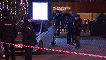 Полиция на месте перестрелки возле московского кафе Elements