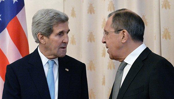 Сергей Лавров (справа) и Джон Керри, архивное фото
