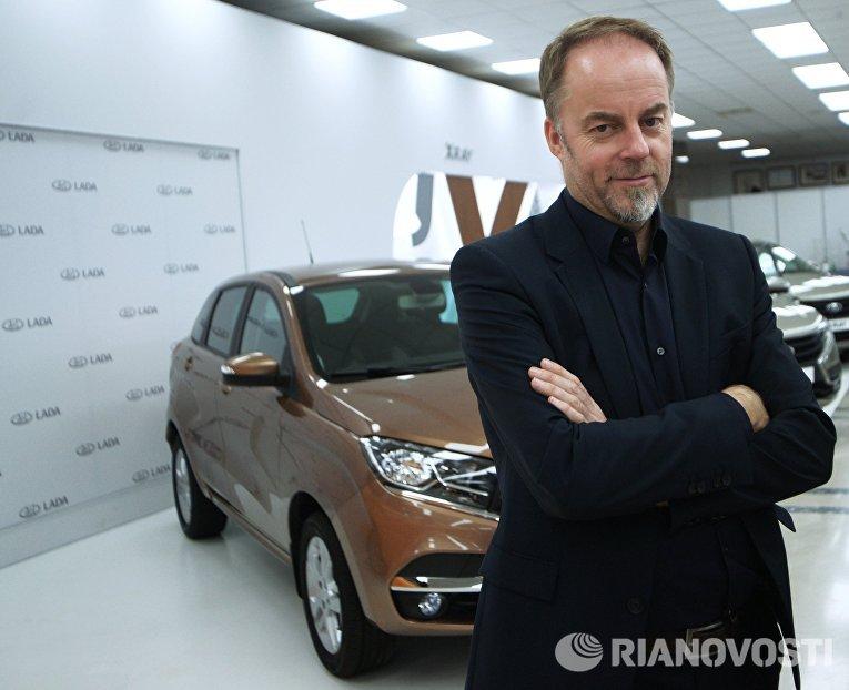 Главный дизайнер компании АвтоВАЗ Стив Маттин на торжественной церемонии запуска производства новой модели АвтоВАЗа LADA X-Ray в Самаре