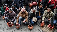 Украинские шахтеры на митинге у здания Верховной Рады Украины