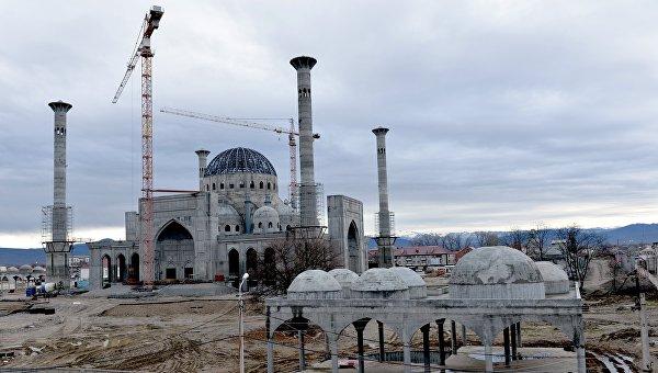Строительство мечети имени Рамзана Кадырова в городе Шали. Архивное фото