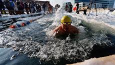 Участник Международного соревнования по зимнему плаванию Владивосток-2015