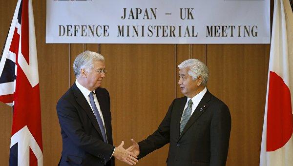 Министры обороны Японии и Великобритании Гэн Накатани и Майкл Фэллон на встрече в Токио, 9 января 2016
