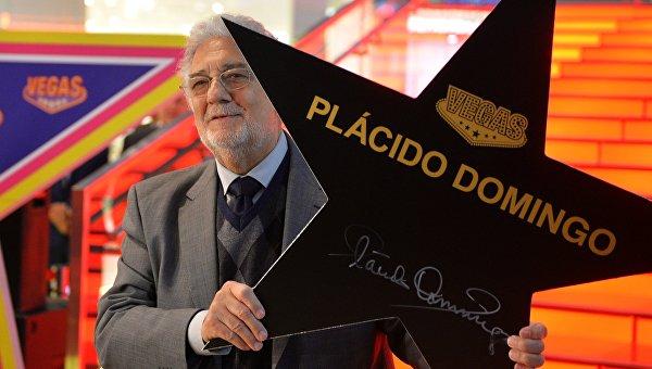 Пласидо Доминго подписал именную звезду на аллее славы в Vegas Крокус Сити