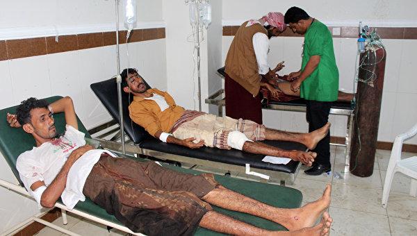 Пострадавшие в результате взрыва у дома главы службы безопасности Йемена. 17 января 2016