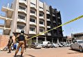 Полиция возле места захвата заложников в отеле Splendid в столице Буркина-Фасо