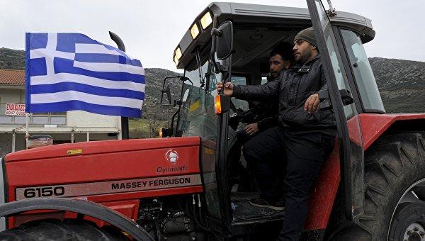 Трактор с флагом Греции