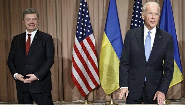 Президент Украины Петр Порошенко и вице-президент США Джозеф Байден во время встречи на Всемирном экономическом форуме в Давосе
