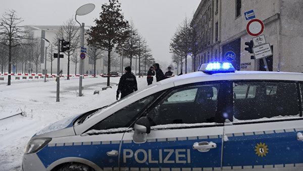 Полицейская машина на улице в Берлине. Архивное фото