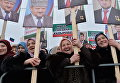 Участники митинга В единстве наша сила в поддержку главы Чечни Рамзана Кадырова на площади перед мечетью имени Ахмата Кадырова в Грозном