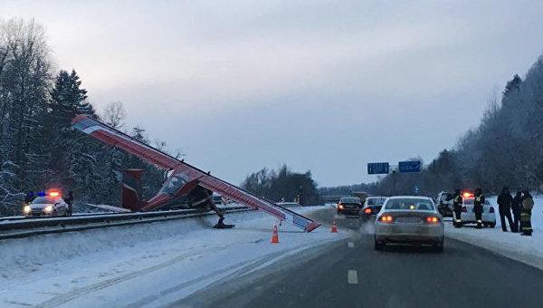 Легкомоторный самолет совершил жесткую посадку на Ярославском шоссе