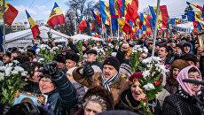 Участники акции протеста оппозиции в Кишиневе