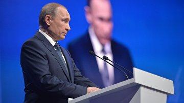 Президент России Владимир Путин выступает на пленарном заседании межрегионального форума Общероссийского народного фронта (ОНФ) в Ставрополе