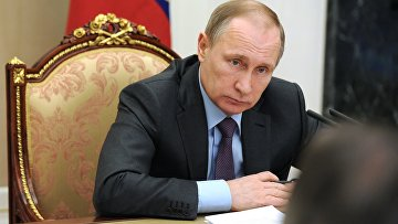 Президент России Владимир Путин проводит заседание. Архивное фото