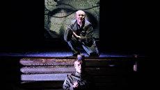 Сцена из спектакля Веселый солдат по В.Астафьеву. Московский Губернский театр