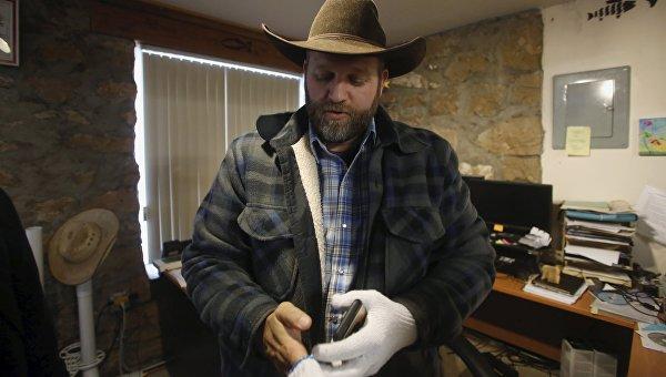 Лидер протестующих фермеров в Орегоне Аммон Банди