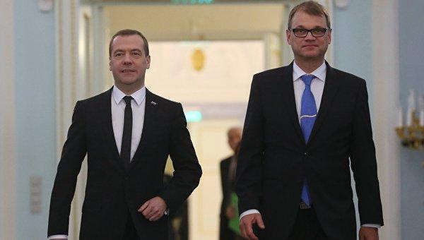 Председатель правительства РФ Дмитрий Медведев и премьер-министр Финляндии Юха Сипиля перед совместной пресс-конференцией по итогам переговоров в Санкт-Петербурге