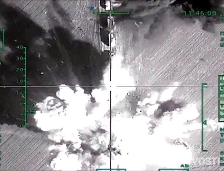 Уничтожение российской авиацией колонны большегрузных автомобилей с боеприпасами в районе Алеппо
