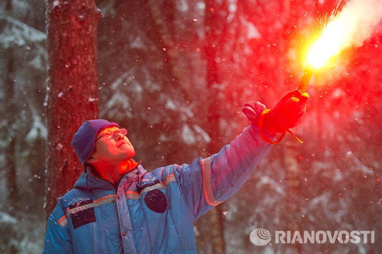 Астронавт ДжАКСА Норишиге Канаи во время тренировки по выживанию в зимнем лесу