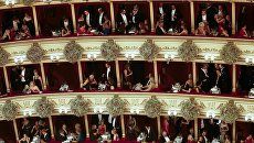 Зрители на церемонии открытия Венского оперного бала