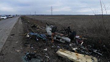 Место подрыва микроавтобуса в Донецкой области. Архивное фото