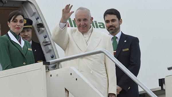 Папа римский вылетел в аэропорту Рима, 12 февраля 2016