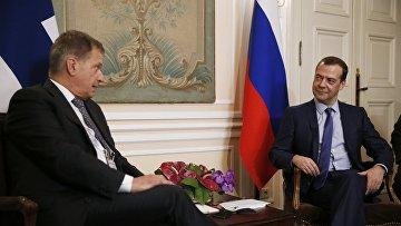 Президент Финляндии Саули Ниинисте и премьер-министр РФ Дмитрий Медведев
