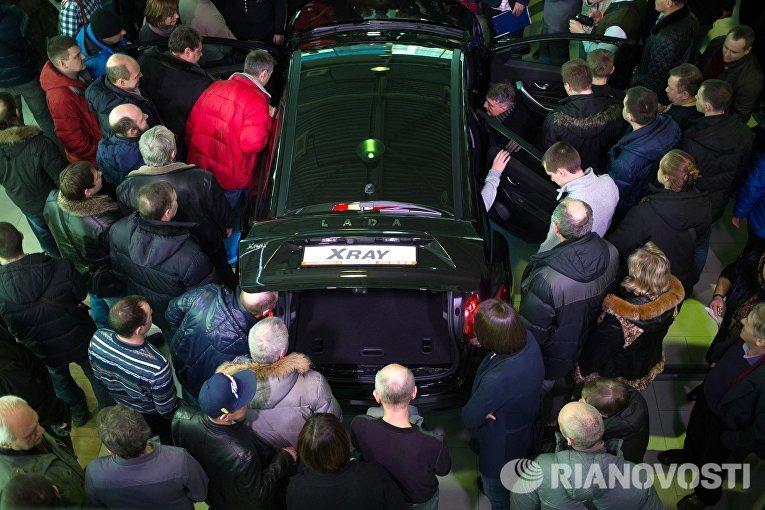 Старт продаж компактного кроссовера Lada Xray в автосалоне Лада-Центр Юго-Запад в Санкт-Петербурге