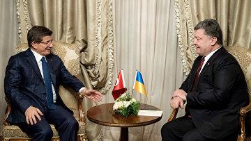 Встреча президента Украины П. Порошенко и премьер-министра Турции А. Давутоглу в Давосе