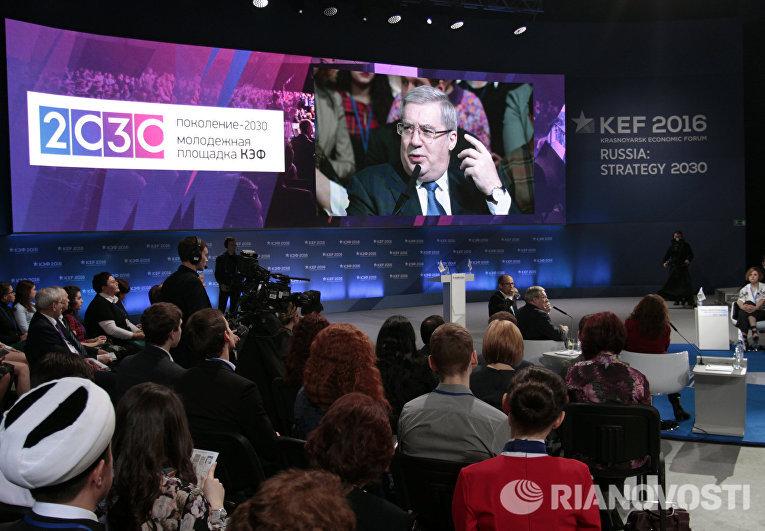Губернатор Красноярского края Виктор Толоконский выступает на КЭФ-2016