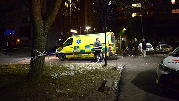 Скорая помощь на месте взрыва в помещении общества культуры в Стокгольме. 18 февраля 2016 год